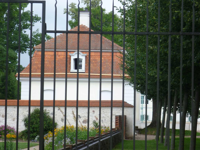 Budynki i ogrodzenie przy zamku Messeberg, Niemcy